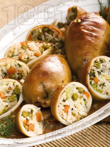 Пълнени калмари с ориз басмати и зеленчуци на фурна - снимка на рецептата
